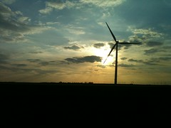 IMG_2123 (oberondilettante) Tags: sunset countryside campagne windturbine coucherdesoleil olienne arognrateur