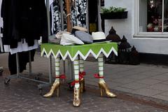 a table for walking ? (Burminordlicht) Tags: table design crazy verrckt hats hut lustig mode tisch bizarre kurios schrg hte spas morsomt