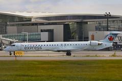 Air Canada Express C-GFJZ (V1 Aviation Photography) Tags: yyc crj bombardier canadair crj900 calgaryinternationalairport jazzair cyyc cgfjz aircanadaexpress canadaircl6002d15regionaljetcrj705
