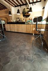 _DSC1256 (fdpdesign) Tags: arredamenti shop design shopdesign nikon d800 milano italy arrdo italia 2016 legno wood ferro sedie tavoli locali cocktails bar interni architettura