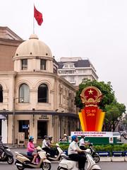 Capitalism vs. Socialism (Melian, Grey Wanderer) Tags: city asia streetphotography olympus vietnam symbols hanoi 2016 mjus utazs zsia vietnm epl5