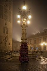 Plaza de la Virgen de los Reyes (Javier Martinez de la Ossa) Tags: espaa navidad sevilla andaluca fuente nocturna giralda niebla plazavirgendelosreyes javiermartinezdelaossa