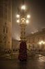 Plaza de la Virgen de los Reyes (Javier Martinez de la Ossa) Tags: españa navidad sevilla andalucía fuente nocturna giralda niebla plazavirgendelosreyes javiermartinezdelaossa
