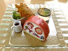 Cream cheese mousse in fruit  (@q@;  (FujiFilm X10) (potopoto53age) Tags: apple japan fruit strawberry aperture blueberry cranberry sweets 日本 fujifilm odawara kanagawa fujinon x10 神奈川 appleaperture 小田原 鈴廣 cakeset superebc suzuhiro potopoto53age かまぼこの里 kamabokonosato fujifilmx10 fujinonsuperebc21mm~112mmf20~f28 21mm~112mm f20~f28 creamcheesemousse creamcheesemousseinfruit shiokazecafe 汐風カフェ 鈴廣かまぼこの里