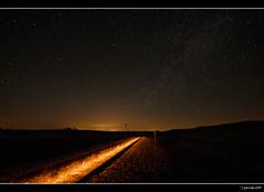 Tren fantasma (Pogdorica) Tags: luz tren via estrellas nocturna fantasma baronrojo