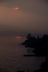 coucher de soleil et plongeurs au quai (youssefshoufan) Tags: soleil twilight coucher goma rpubliquedmocratiqueducongo