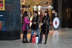 2013_Prizs_0080 (emzepe) Tags: people paris france boot store frankreich boulevard entrance pedestrian grand prizs francia department gens magasins utazs discours emberek sz oktber 2013 franciaorszg csizma bejrat ruhz beszlgets gyalogosok jrkelk diskurzus