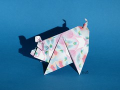 Scolli Pig by Sok Song (esli24) Tags: papierfalten soksong origamipig origamischwein singlesheetorigami juliaschönhuber esli24 ilsez scollipig origamischweinchen
