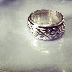 แหวนถมเงิน @ถมนคร  แหวนถมเงิน หน้ากว้าง 8m. ทำด้วยเงินแท้ 95%   งานทำมือ แบบโบราณ อนุรักษณ์ โดยสกุลช่างเมืองนครศรีธรรมราช  www.thomnakhon.com  #ring #thomnakhon #nielloware #nakhon #nakhonnielloware #ถมนคร #handicrafts #handmade #otopthailand