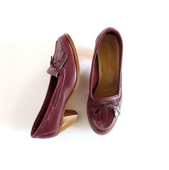 1970s oxblood leather kiltie stack heel shoes, by White Mountain (Small Earth Vintage) Tags: leather vintage women shoes pumps preppy 70s heels accessories 1970s prep oxblood whitemountain kiltie stackheel smallearthvintage loaferheels