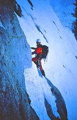 Hochalmspitze (Harald Reichmann) Tags: film berg analog tour fels alpen eis aufstieg firn alpinist hohetauern bergsteiger hochalmspitze gussenbauerrinne