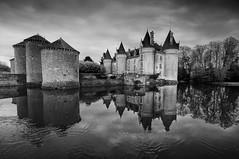 bourg archambault (Chat-Maigre) Tags: monument architecture eau lac medieval chateau archi etang archambault chateaufort douve refflet