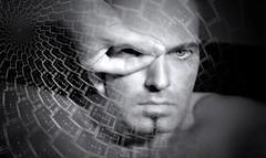Retrato de un Cclope (tSos Greq) Tags: selfportrait man eyes king blind cyclops rey android hombre ciclope ciego