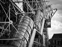Centre Pompidou (En route pour l'Italie ...) Tags: paris france art noir noiretblanc centre culture olympus national pompidou marais extrieur blanc halles beaubourg quartier photographe belge quartierdeshalles centrenationaldartetdeculture photographebelge quartierdebeaubourg olympusomd5mkii