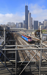Double 40's (GLC 392) Tags: road railroad chicago tower station clouds train town illinois downtown sears union railway down roosevelt il rush hour passenger 105 metra willis 122 chicagoland emd metx f40ph3