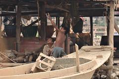 DSC_6768 (Omar Rodriguez Suarez) Tags: playing children cambodia hunting nios camboya tirachinas
