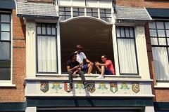 Watching waterglide fun (Ineke Klaassen) Tags: people men nijmegen watching splash mensen gelderland mannen kijken splashers waterglijbaan nijmeegs stikkehezelstraat waterglide