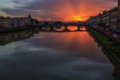 Un desidero avverato...uno scatto al favoloso tramonto di Firenze! (s.fortunati) Tags: tramonto firenze sole colori pontevecchio