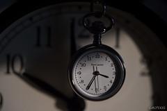 L'ombre du temps (LACPIXEL) Tags: shadow macro nikon flickr colours time couleurs watch indoor sombra colores ombre reloj fx temps despertador alarmclock intrieur rveil tiempo montre lumirenaturelle aguja aiguille d4s macromondays nikonfrance lacpixel
