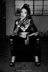 (fredericoborgesfotografia) Tags: hot colour sexy girl paint mulher sensual monocromatico