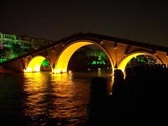 Beleuchtete Brcke bei Nacht (loitz79) Tags: geo:lat=3128909100 geo:lon=12061519700 geotagged beleuchtet china chn jiangsusheng kanal nacht nantangzhuangcun suzhou brcke