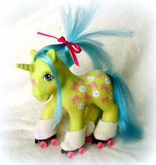 Buttons (the_alien_experience) Tags: red roses star little chief magic frankie pony scrumptious gusty wigwam pristina tunefull