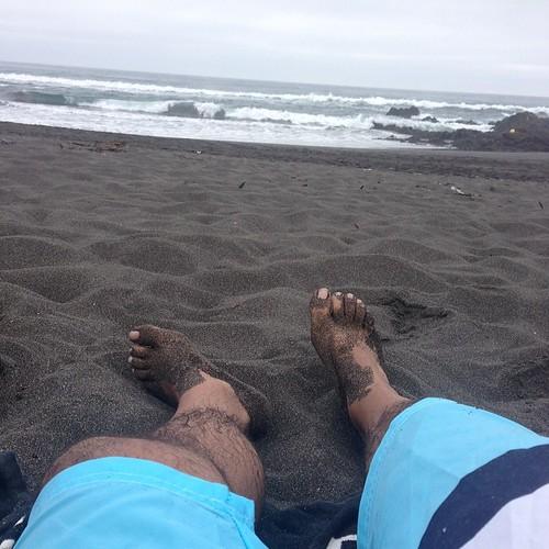Cielo y arenas grises