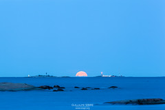 Moonrise off the coast of Helsinki (g u i l l a u m e) Tags: canon ef70200mmf28lisusm ef14x 5dmkii