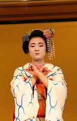 Maiko (Marco La Rosa) Tags: history japan japanese costume kyoto traditional culture maiko geisha actress kimono oriente gion giappone cultura est spettacolo giapponese giapponesi attrice tradizione gioncorner fermacapelli ornamenti quartieregion