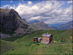 Tout le confort (Clydomatic) Tags: nature architecture montagne type savoie paysage maison toilettes bois matière bâtiment thème géographie