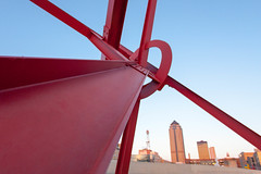 T8 and Skyline (Phil Roeder) Tags: sculpture iowa desmoines desmoinesartcenter canon15mmf28 pappajohnsculpturepark