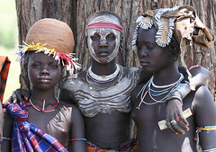 Muchachas de la tribu Mursi en el Parque Nacional de Mago (Sur de Etiopa), 2010. (Luis Miguel Surez del Ro) Tags: mago mursi tribu parquenacional frica etiopa etnia