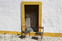 Puerta de Terena (John LaMotte) Tags: puerta porta portugal door fachada infinitexposure terena sillas ilustrarportugal