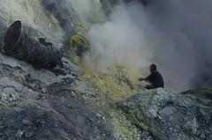 Gathering sulphur by hand (JohnMawer) Tags: indonesia volcano java jawatimur ijen sempol