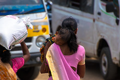 Les mres sont philosophes instinctives. (- Ali Rankouhi) Tags: india children women child mother responsibility strong