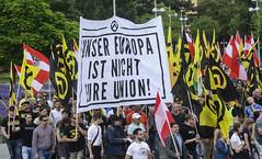 D3s_20160611_144027 (martin juen) Tags: vienna wien demo austria österreich demonstration polizei rechts aut barrikaden nationalismus gegendemo pfefferspray barrikade polizeigewalt rechtsextrem martinjuen revisonismus identitär identitäre 12062016 12juni2016