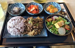 Korean cafe feasting (tseenster) Tags: food lunch eating beef eat korean plates bulgogi lunchset