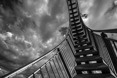 welcome to heaven (Blende1.8) Tags: tigerandturtle tiger turtle stair stairway treppe himmel sky clouds wolken mono monochrom black white urban stahl steel stahltreppe skulptur sculpture halde landmarke landmark duisburg ruhrgebiet deutschland germany nikon d600 sigma 1224mm sigma1224mmhsmii wideangle curve lines