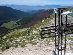 Reaching the summit of Pizzo Deta (markhorrell) Tags: walking lazio apennines montiernici