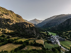 La Vall de Cards des del Pui de Sant Mart (1042 m) (Ramon Orom Farr [calBenido]) Tags: panorama mountains catalonia valley catalunya catalua montaas pirineo pirineu pallars pallarssobir catalogne muntanyes panormica cards altpirineu valldecards provinciadelleida altpallars tucdelcaubo serramitjana rocbataller pallaresament puidesantmart rocaisarna femsobir ainetdecrads puidelasolana fempirineu