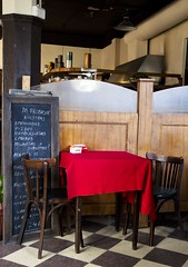 Bar Britanico_Table (franciscogualtieri) Tags: red argentina table buenosaires floor chairs board santelmo nikond7000