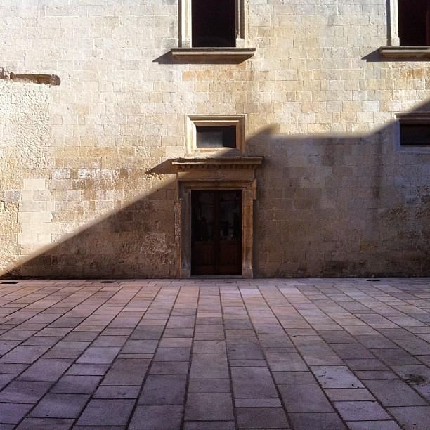 L'ombra e il contrario dell'ombra.