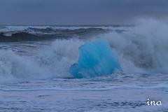 Í fjörunni við Jökulsárlón (icecold46) Tags: iceland shore iceberg glaciar jökulsárlón brim fjara jökulís klakastykki