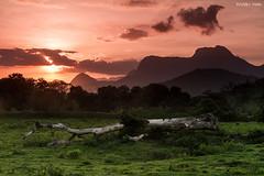 Entardecer em Guapiaçu (Waldyr Neto) Tags: sunset pordosol montanhas guapiaçú cloudsstormssunsetssunrises waldyrneto