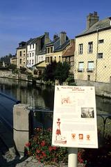 Harfleur, la Lzarde (Ytierny) Tags: france vertical canal rivire berge normandie tradition maison quai colombage harfleur seinemaritime pansdebois paysdecaux lzarde hautenormandie portduhaut ytierny