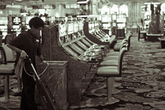 Cleaner in Empty Casino (Benoit Leveau) Tags: las vegas 35mm f14 casino cleaner umc samyang as
