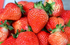 Strawberry (chsyang) Tags: red fruit strawberry shiny live ken delicious yang