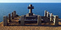 4 - Saint-Malo Grand B, Tombeau de Chateaubriand (melina1965) Tags: sky water nikon eau cross may crosses bretagne mai ciel saintmalo croix tombe 2016 tombes illeetvilaine d80