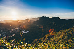 Sunrise over the Ko'Olaus. (Rayce Sugitan) Tags: yellow stairs canon landscape hawaii heaven haiku oahu stairway kaneohe to