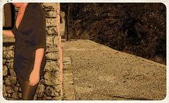 En balade (photophil16) Tags: sexy amusement pierre mini jupe bas chemin regard voyeurs dcollet